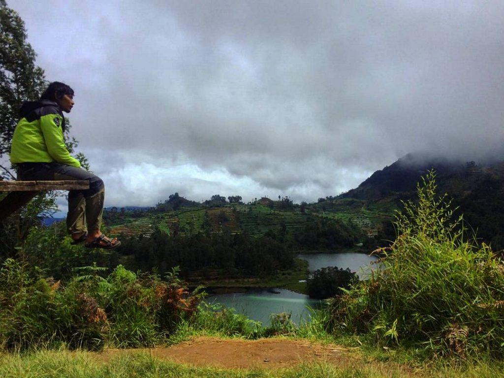 Telaga Warna Dieng dari Bukit Sidengkeng Wana Wisata Petak Sembilan