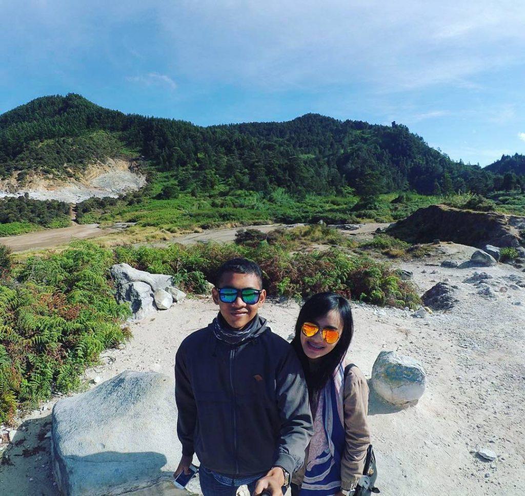 asiknya Selfi di Kawah Sikidang Dieng