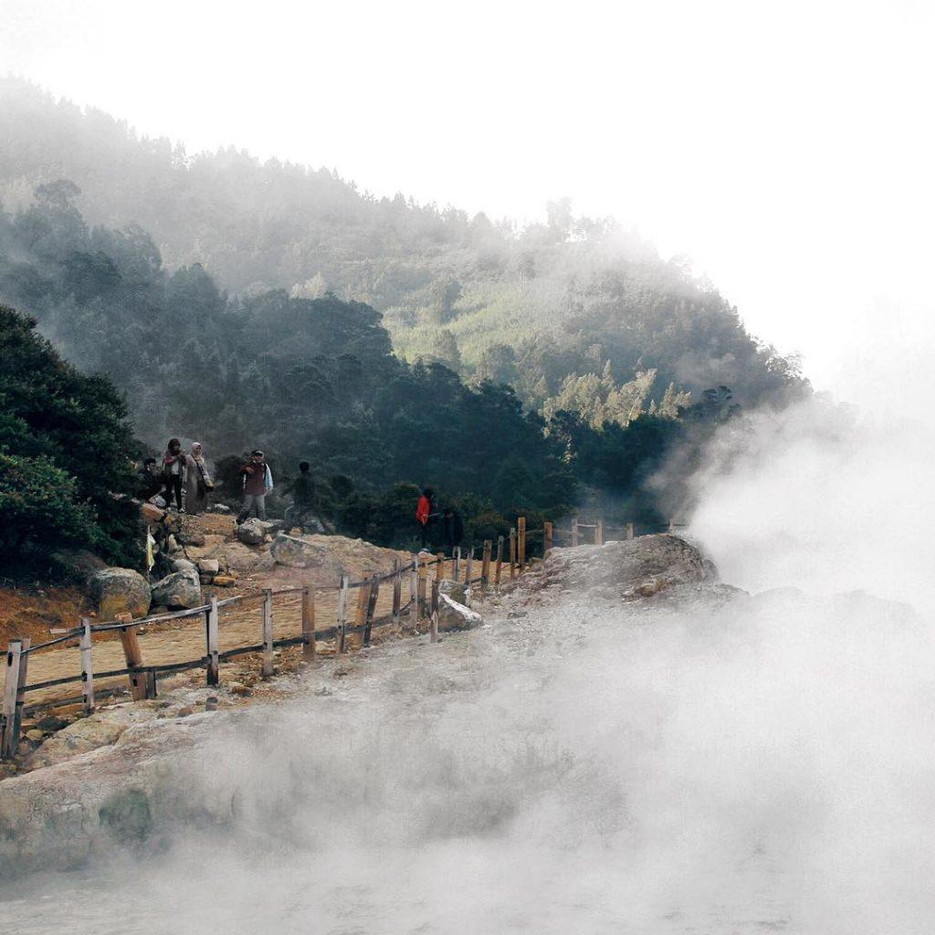 Pesona Kawah Vulkanis Dieng